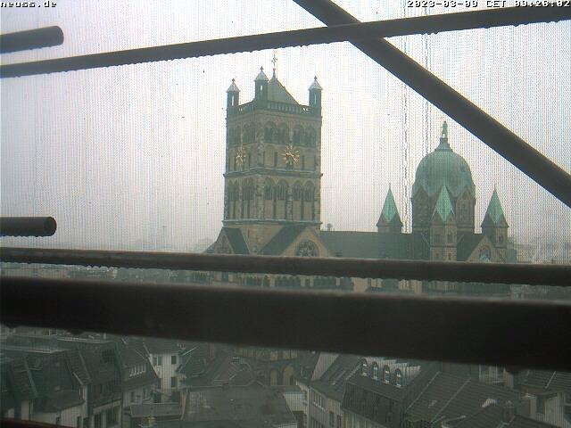 Webcam: Blick vom Uhrenturm des Rathauses auf das Quirinus Münster